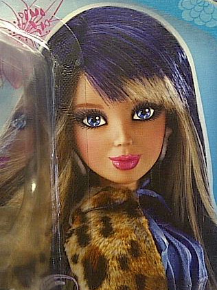 File:Sophie in blue and blonde wig card.jpg