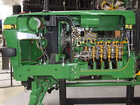 John Deere 3350 tractor engine