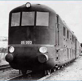 05 003 streamlined steam loco frontview