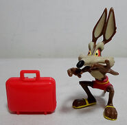 WILE E. COYOTE ON VACATIONS PVC FIGURE