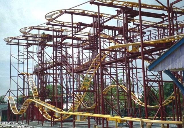 File:Road Runner Express Coaster 2.jpg