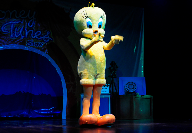 File:TLTS Tweety on stage.png