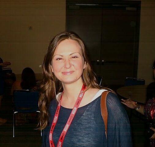 File:Michelle Lovretta (SDCC 2011).jpg