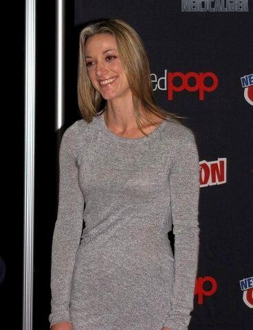 File:Zoie Palmer (2012 New York Comic Con).jpg