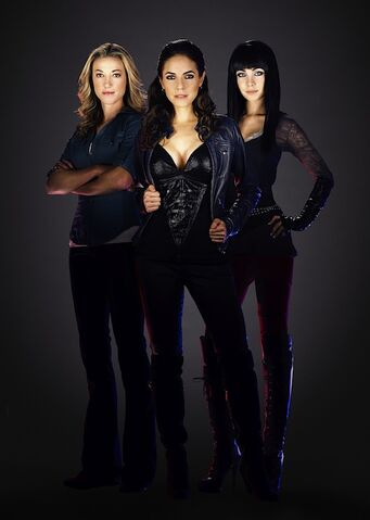 File:Lauren-Bo-Kenzi Lost Girl.jpg