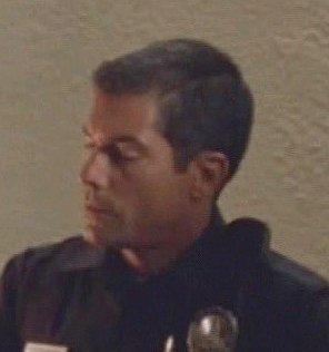 Archivo:6x16 LAPD cop.jpg
