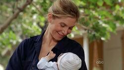 5x09-juliet-holding-baby-ethan.jpg