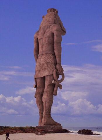 Ficheiro:The Statue.jpg