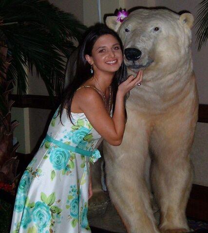 File:Andrea Polar bear.jpg