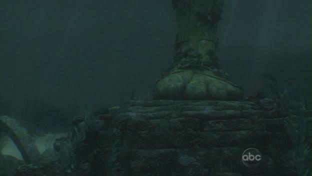 File:6x01 the statue foot in the ocean.jpg