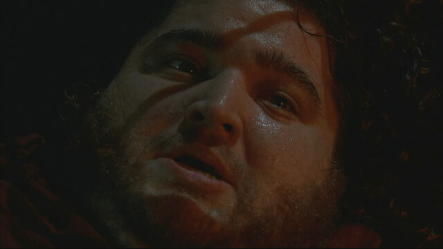 Archivo:4x01 TBOTE Hurley Scared.jpg