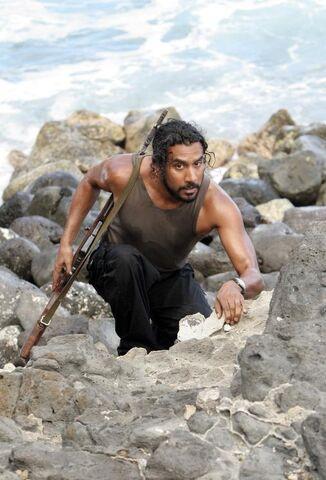 ملف:Sayid Climbing.jpg