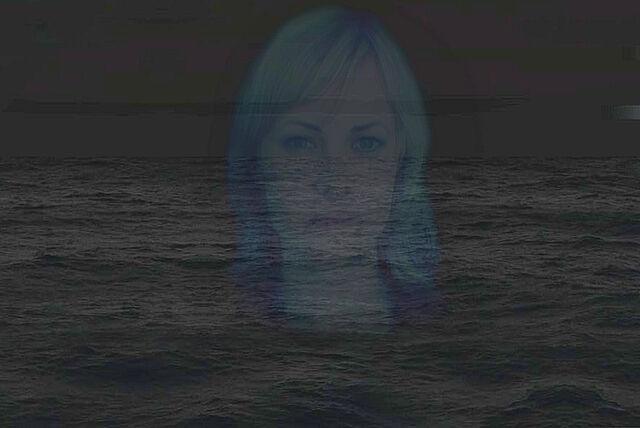 Ficheiro:Sonya on ocean enhanced.jpg