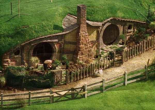 File:Lotr-hobbit-hole.jpg