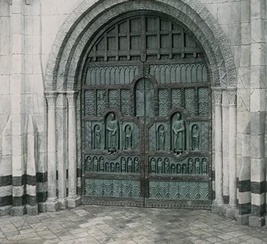 File:Main Gate of Minas Tirith2.png