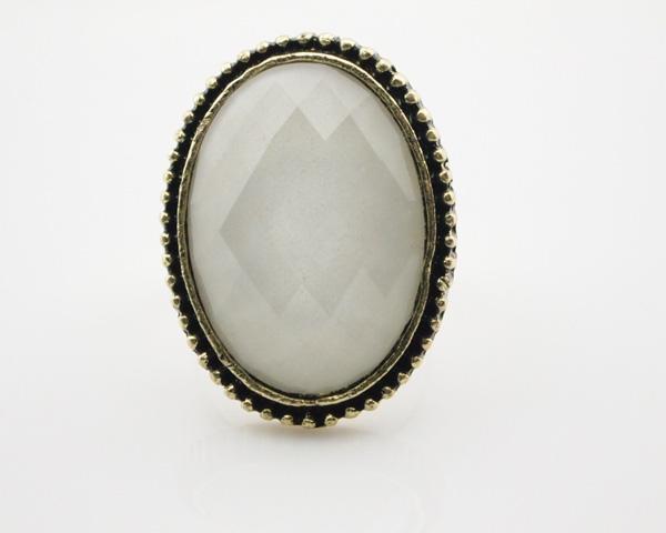 File:Oval shapr white gem adjustable cocktail ring wholesale 1.jpg
