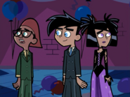 S01e02 Danny and Sam at the dance