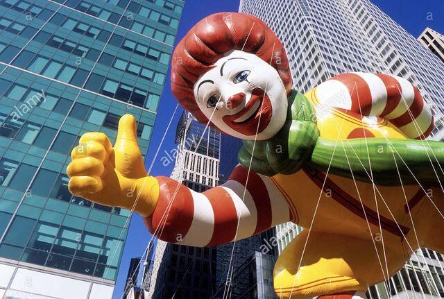 File:New-york-city-macys-thanksgiving-day-parade-ronald-mcdonald-balloon-CBHG2W.jpg