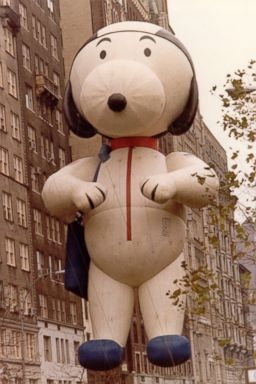 File:Ht snoopy astronaut float ll 131112 2x3 384.jpg