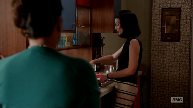 File:6x06 Megans Outfits (01).png