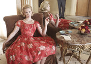 Season4-betty-mirror