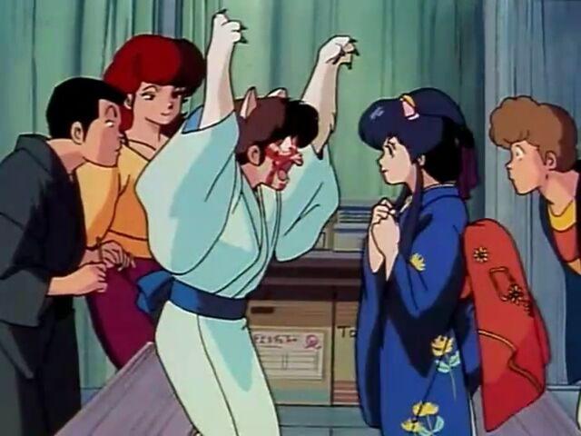 File:Godai tries to scare Kyoko - Episode 29.jpg