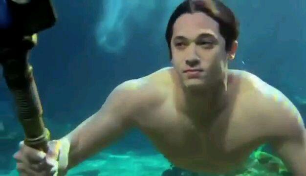 File:Mako Mermaids Trailer 113760.jpg
