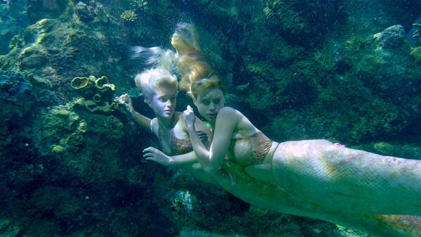 File:Lyla and sirena hiding.jpg