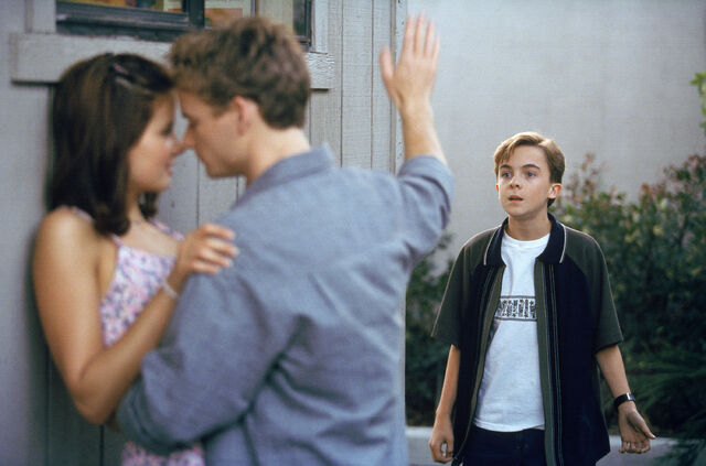 File:Malcolm In the Middle - Set Still - S01E08 (2).jpg
