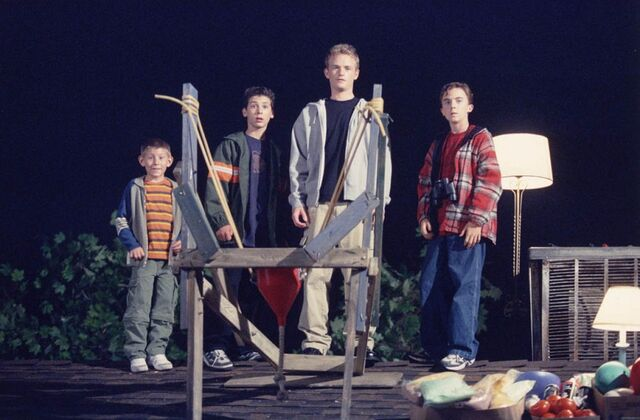 File:Malcolm In the Middle - Set Still - S02E02 (5).jpg