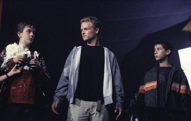 File:Malcolm In the Middle - Set Still - S02E02 (1).jpg
