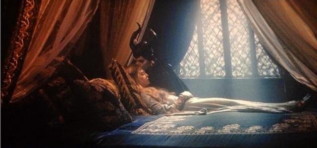 File:Maleficent-kisses-Aurora.png