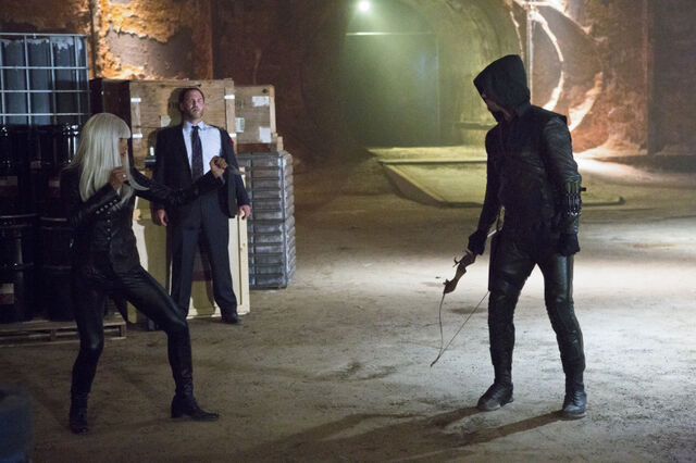 File:Arrow TV Series Episode Honor Thy Father 001.jpg