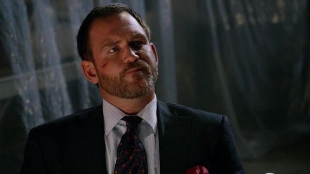 File:Martin Somers Arrow TV Series 001.jpg