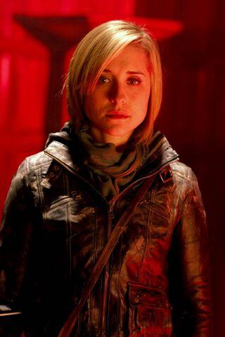 File:Chloe Sullivan (Smallville Pandora) 001.jpg