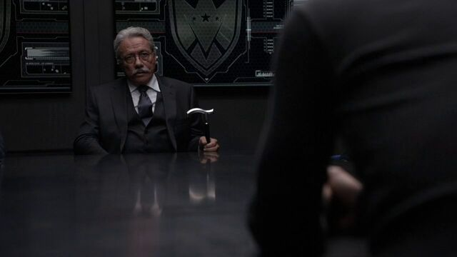 File:Gonzales-meeting-with-Lance-Hunter.jpg