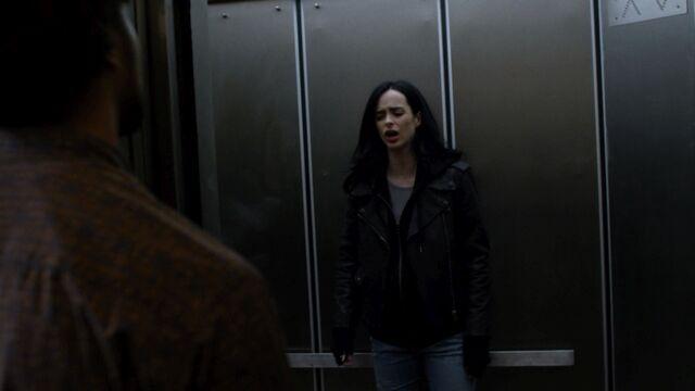 File:JessicaJones 1x06 AKAYoureAWinner 324.jpg