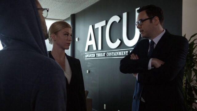 File:Hunter and Morse in the ATCU.jpg