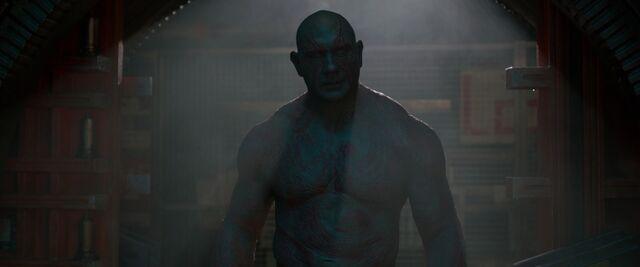 File:Drax-confronts-Gamora-shadows.jpg