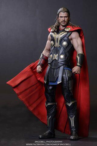 File:Thor Hot Toy 3.jpg