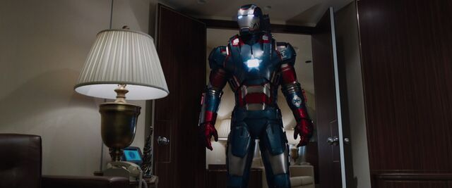 File:WarMachine IronMan3.jpg