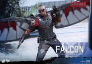Falcon Civil War Hot Toys 13