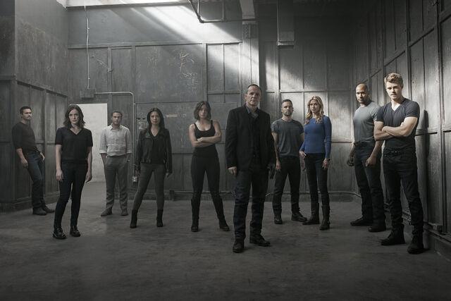 File:Agents of SHIELD Season 3 Cast Photo.jpg