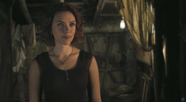 File:Natasha talks to Bruce.jpg