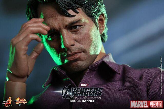 File:Hulk Hot Toy1.jpg