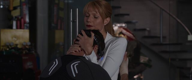 File:Pepper-Potts-Hugs-Tony-Stark-IM3.jpeg