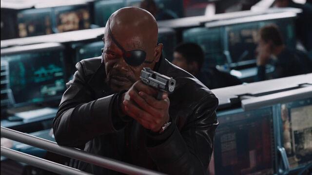 File:Nick-Fury-Helicarrier-Gunfight-Avengers.jpg