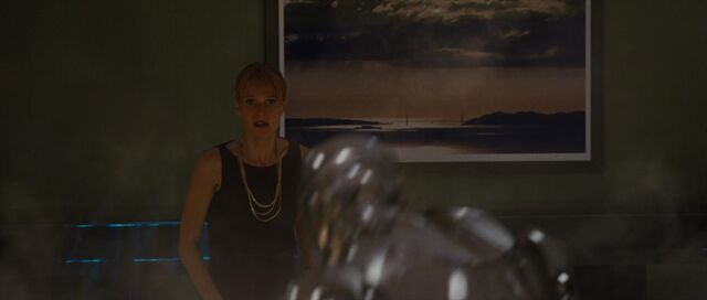 File:Pepper-Potts-watches-fight-IM2.jpg
