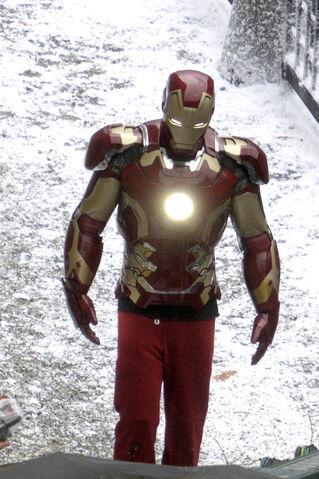 File:Iron-man-avengers-2.jpg