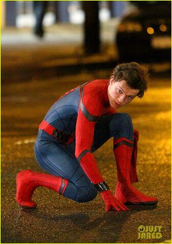 File:Tom-holland-spiderman-queens-hello-kitty-01.jpg